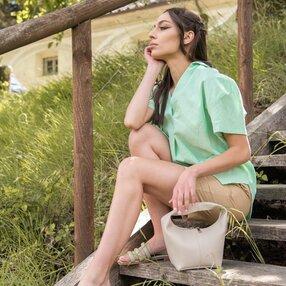 Camicia in lino con scollo a v colore verde pastello