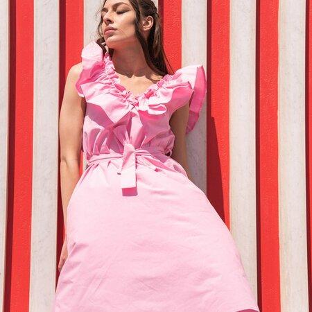 Vestito in cotone con volant sullo scollo colore rosa